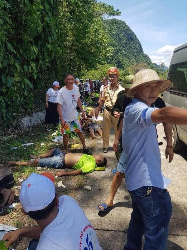Xe du lich lao xuong vuc o Quang Binh, da co 13 nguoi tu vong-Hinh-7