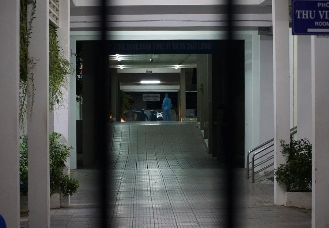 Quan doi huy dong xe dac chung khu trung 2 benh vien o Da Nang trong dem-Hinh-11