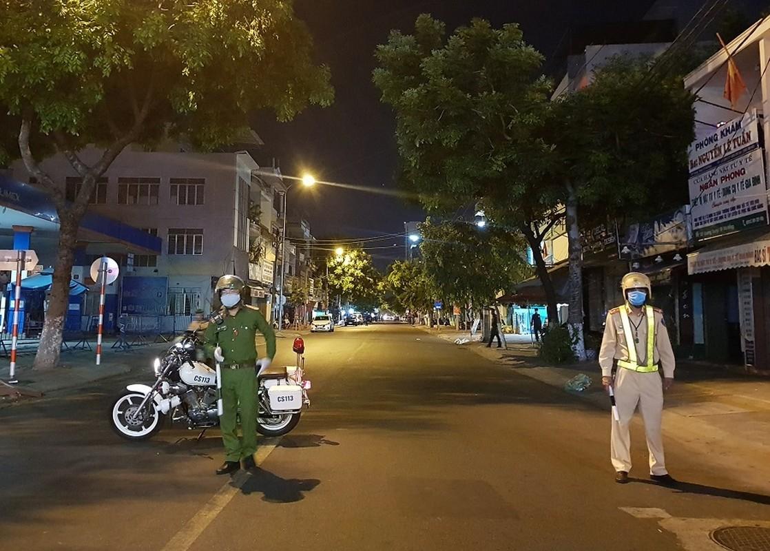 Quan doi huy dong xe dac chung khu trung 2 benh vien o Da Nang trong dem-Hinh-9