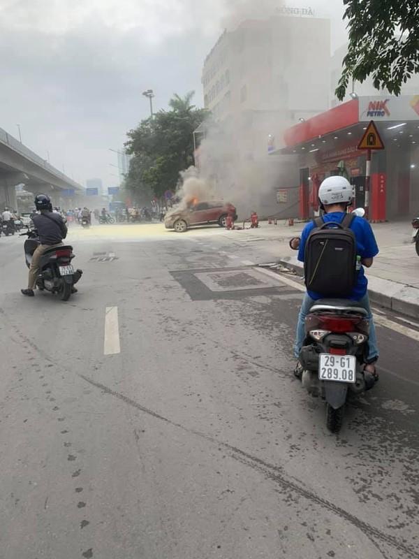 Video: O to boc chay du doi ngay tai cay xang-Hinh-3