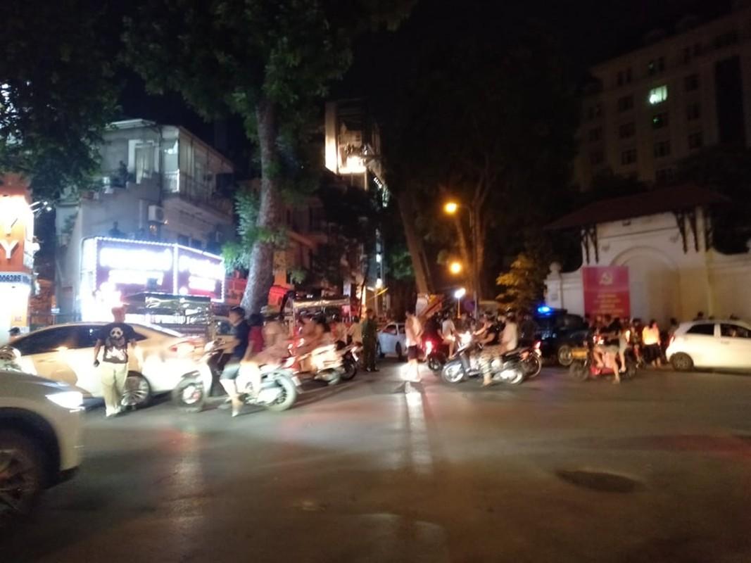 Anh hien truong tang thuong vu sap thang lap kinh o Ha Noi, 3 nguoi chet-Hinh-3