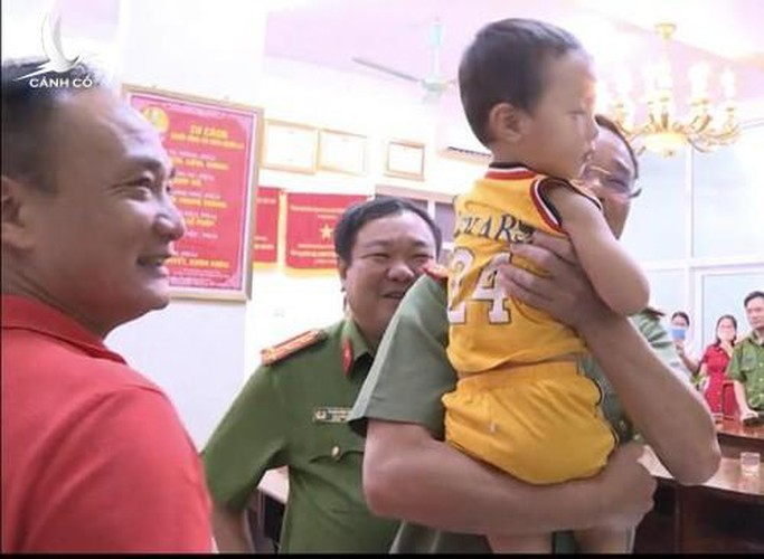 Khoi to bi can, bat tam giam nguoi phu nu bat coc be trai 2 tuoi o Bac Ninh-Hinh-2
