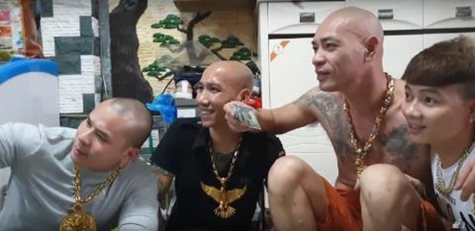 """Giang ho mang Dung """"troc"""" Ha Dong vua bi cong an bat la ai?-Hinh-8"""