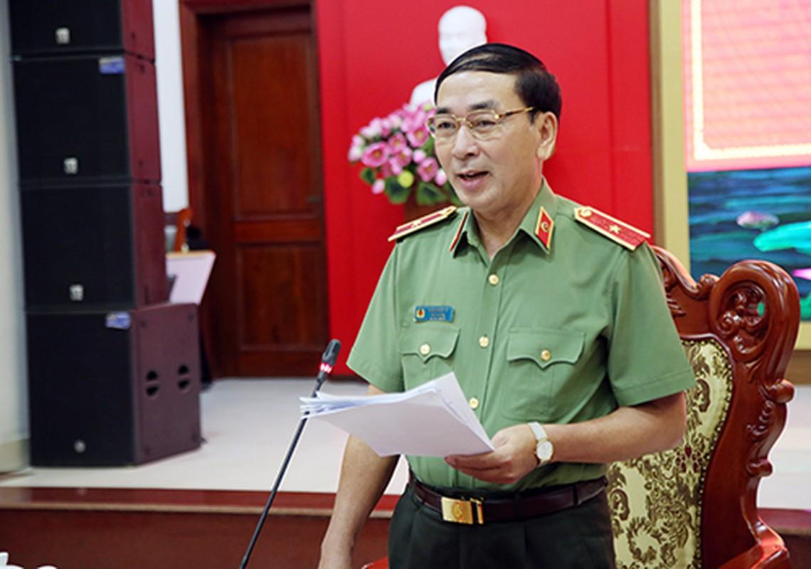 Thu truong Tran Quoc To duoc thang cap bac ham Trung tuong-Hinh-6