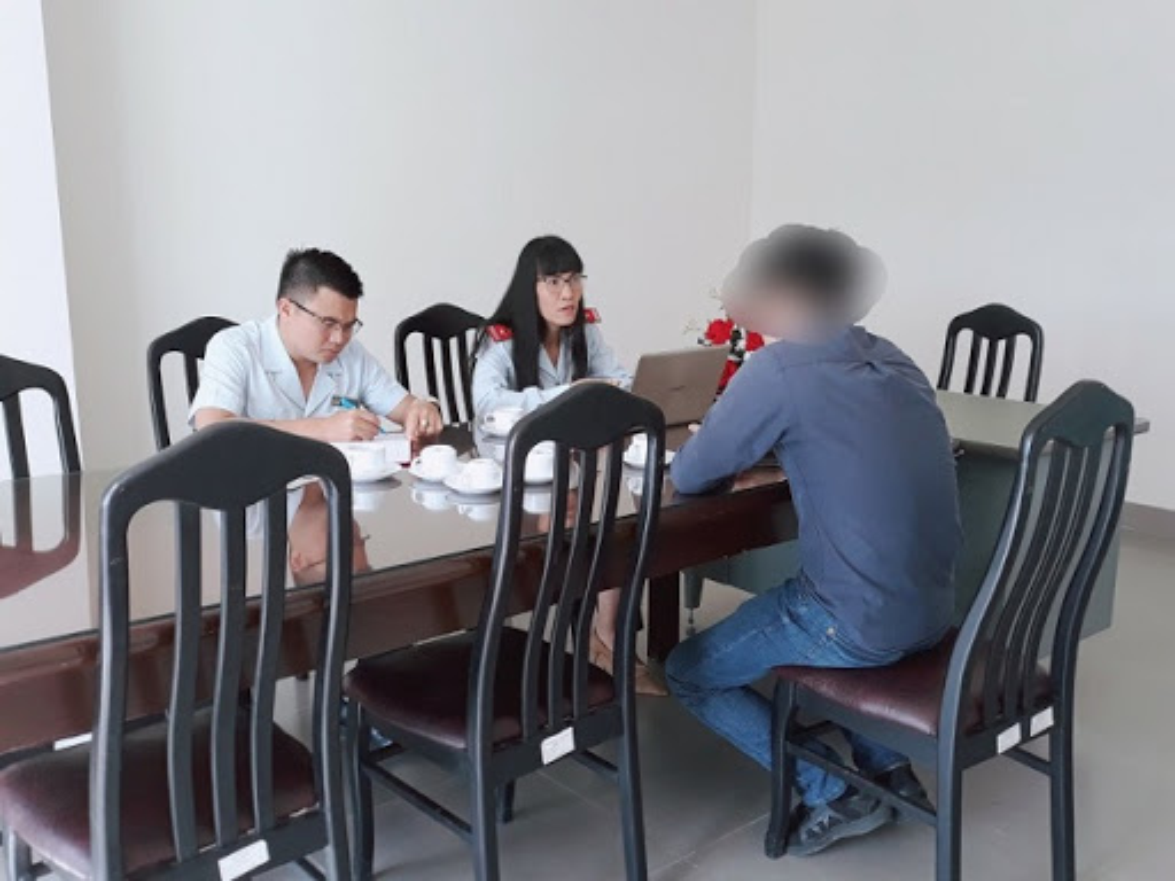 Tin nong ngay 25/9: Dinh chi, phat tien co giao tat nu sinh trong lop-Hinh-6