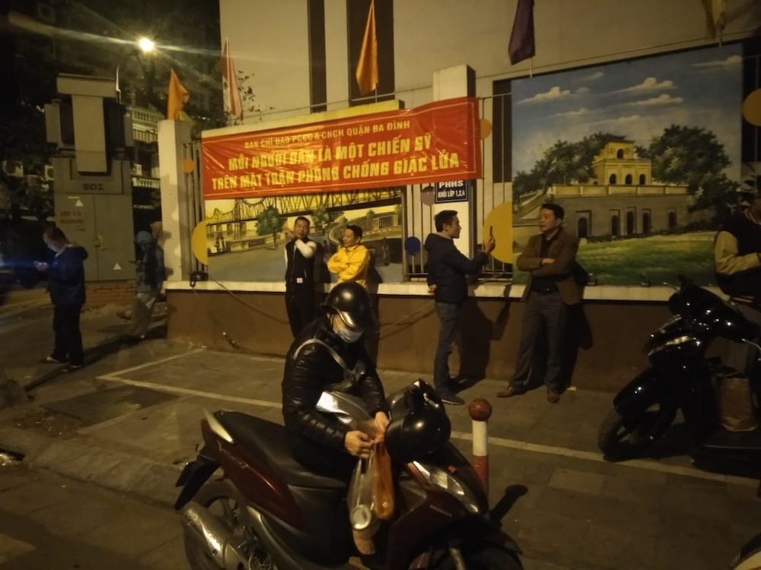 Qua bom nang 340kg phat hien duoi nha dan o Ha Noi duoc huy no-Hinh-3