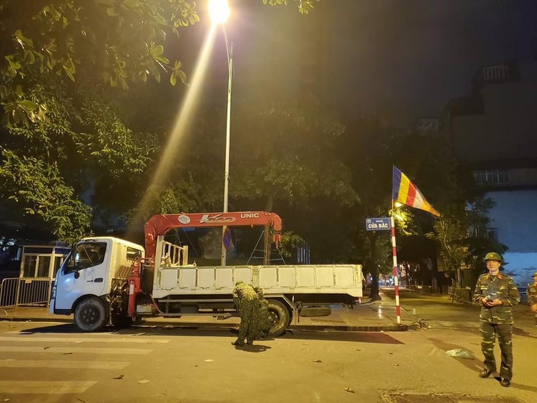 Qua bom nang 340kg phat hien duoi nha dan o Ha Noi duoc huy no-Hinh-4