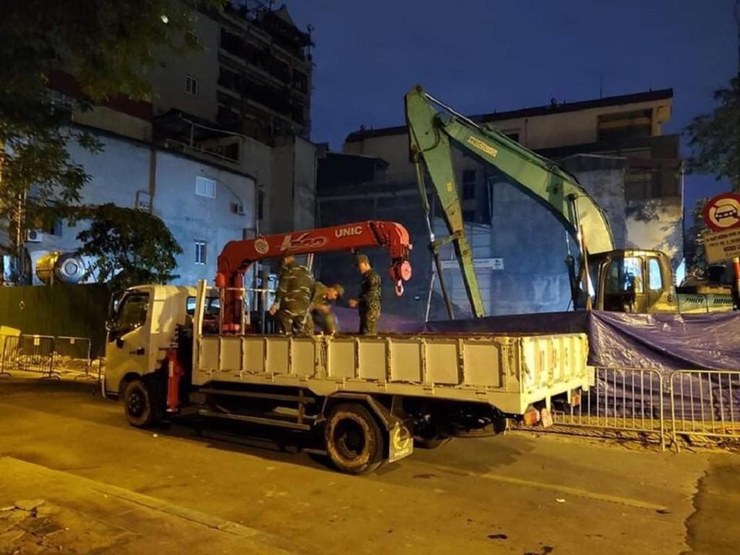 Qua bom nang 340kg phat hien duoi nha dan o Ha Noi duoc huy no-Hinh-7
