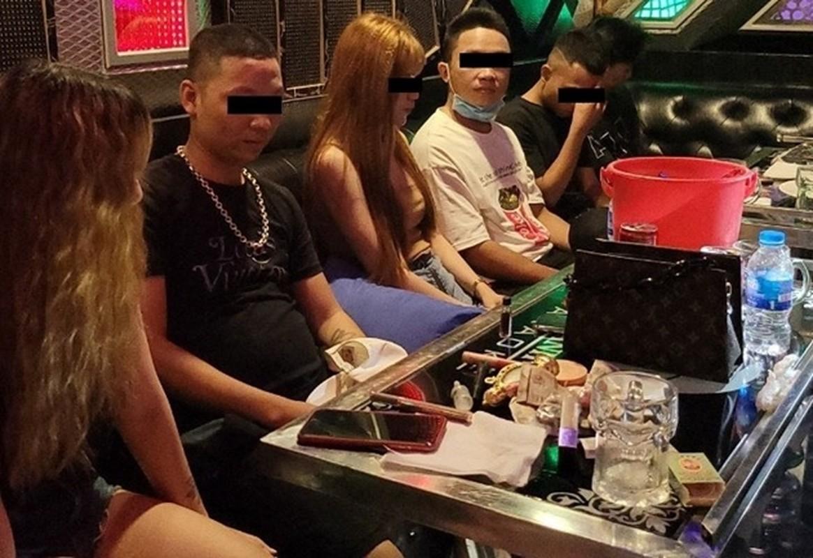 """Tin nong ngay 11/12: Lo gia ve """"dong thac loan"""" dong tinh nam-Hinh-5"""