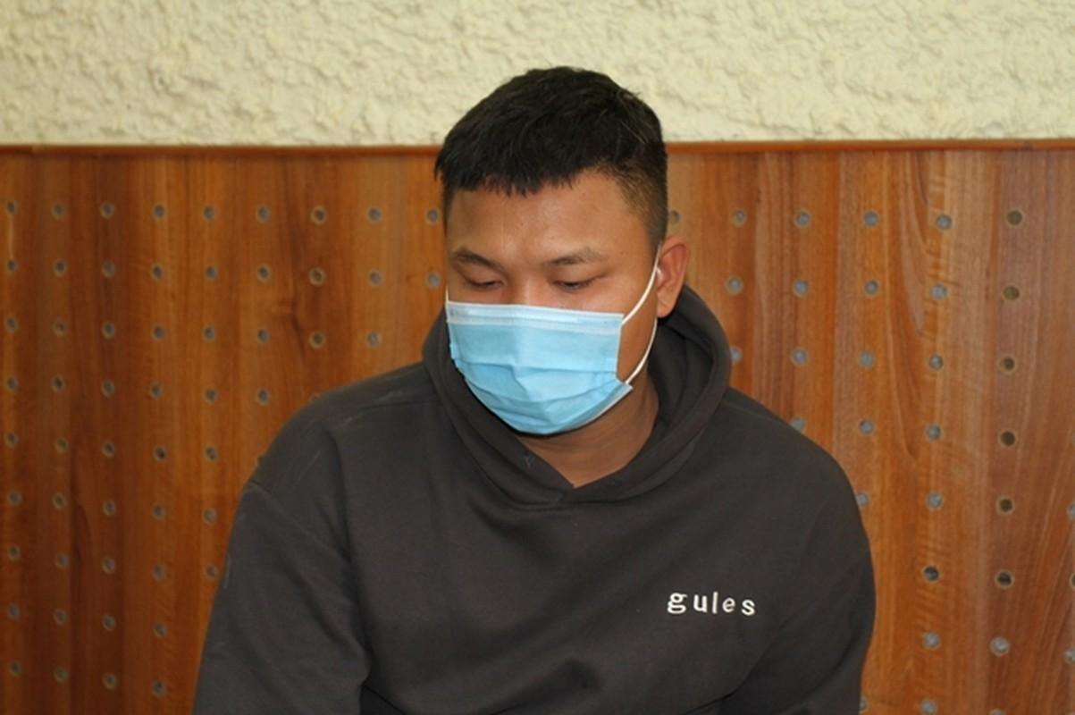 Tin nong ngay 5/2: Dam sung mat bac si khi bi nhac deo khau trang-Hinh-4