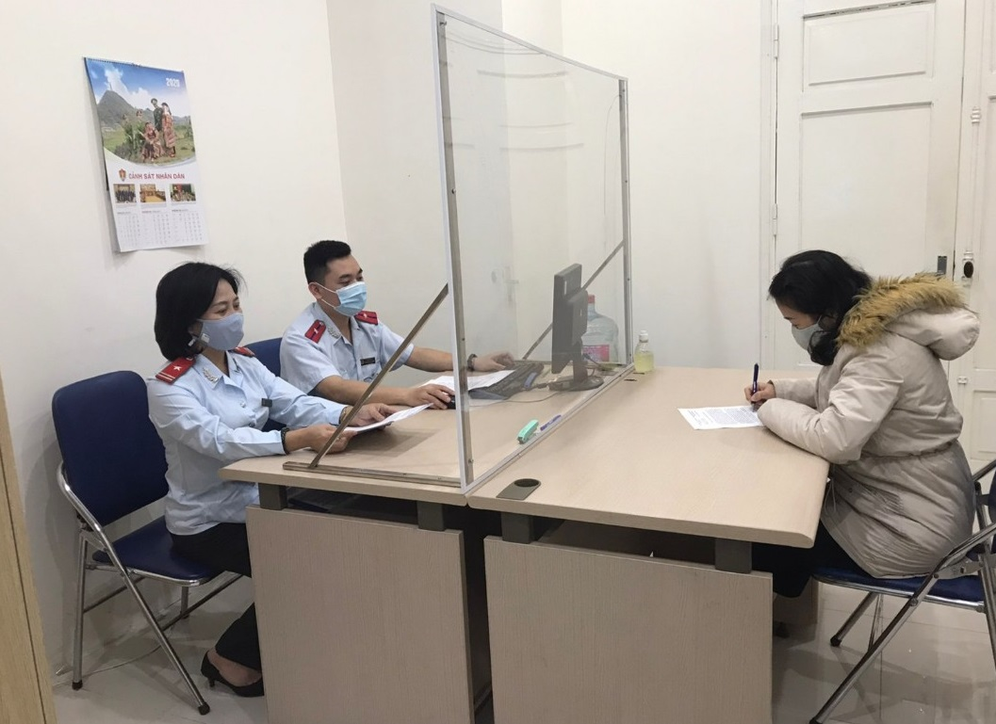 Tin nong ngay 9/2: Doi tuong say ruou, vac dao duoi chem CSGT-Hinh-4