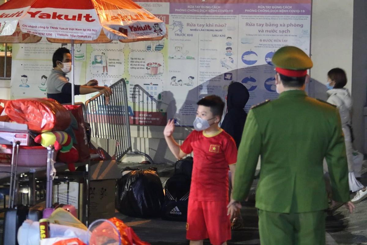 15 hoc sinh Tieu hoc Xuan Phuong roi khu cach ly, ve nha don Tet-Hinh-7
