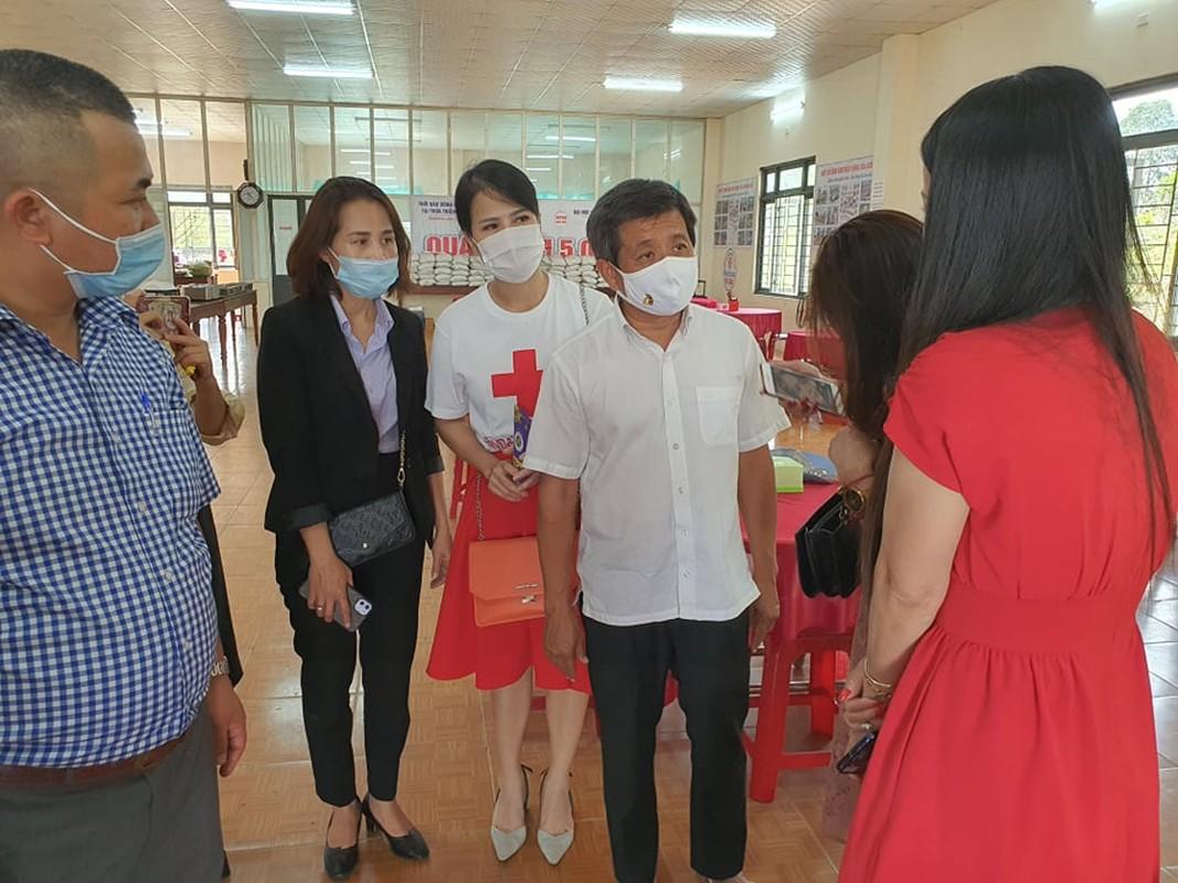 Xuc dong canh ong Doan Ngoc Hai lam phuc vu de quyen tien tu thien-Hinh-11