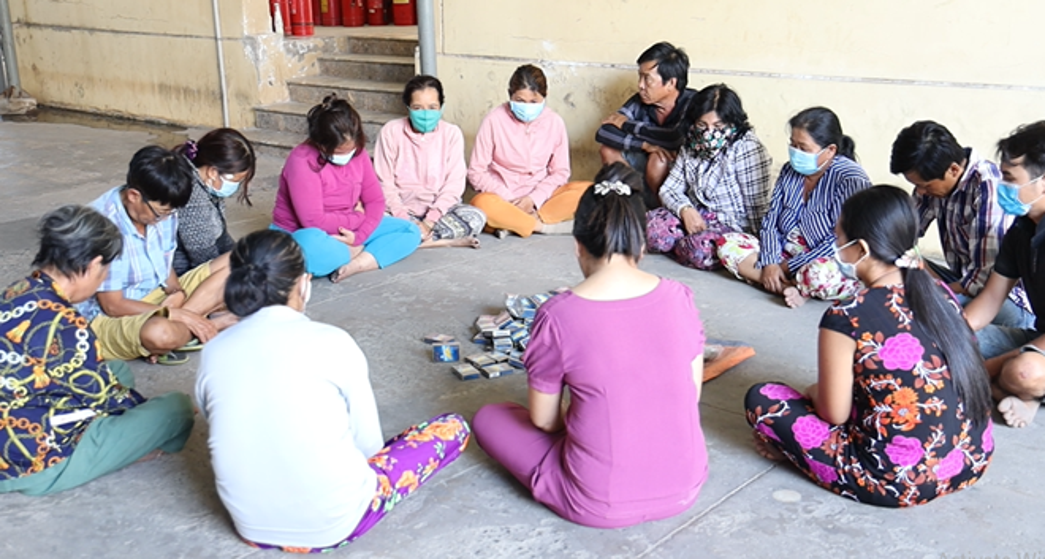 Tin nong ngay 14/3: Nam thanh nien chuyen sam so giao vien va hoc sinh-Hinh-2