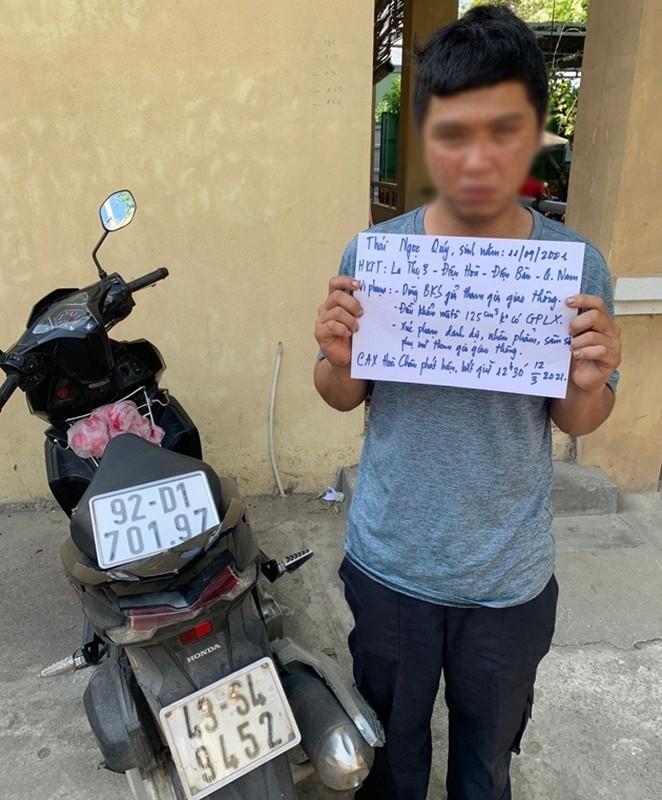 Tin nong ngay 14/3: Nam thanh nien chuyen sam so giao vien va hoc sinh
