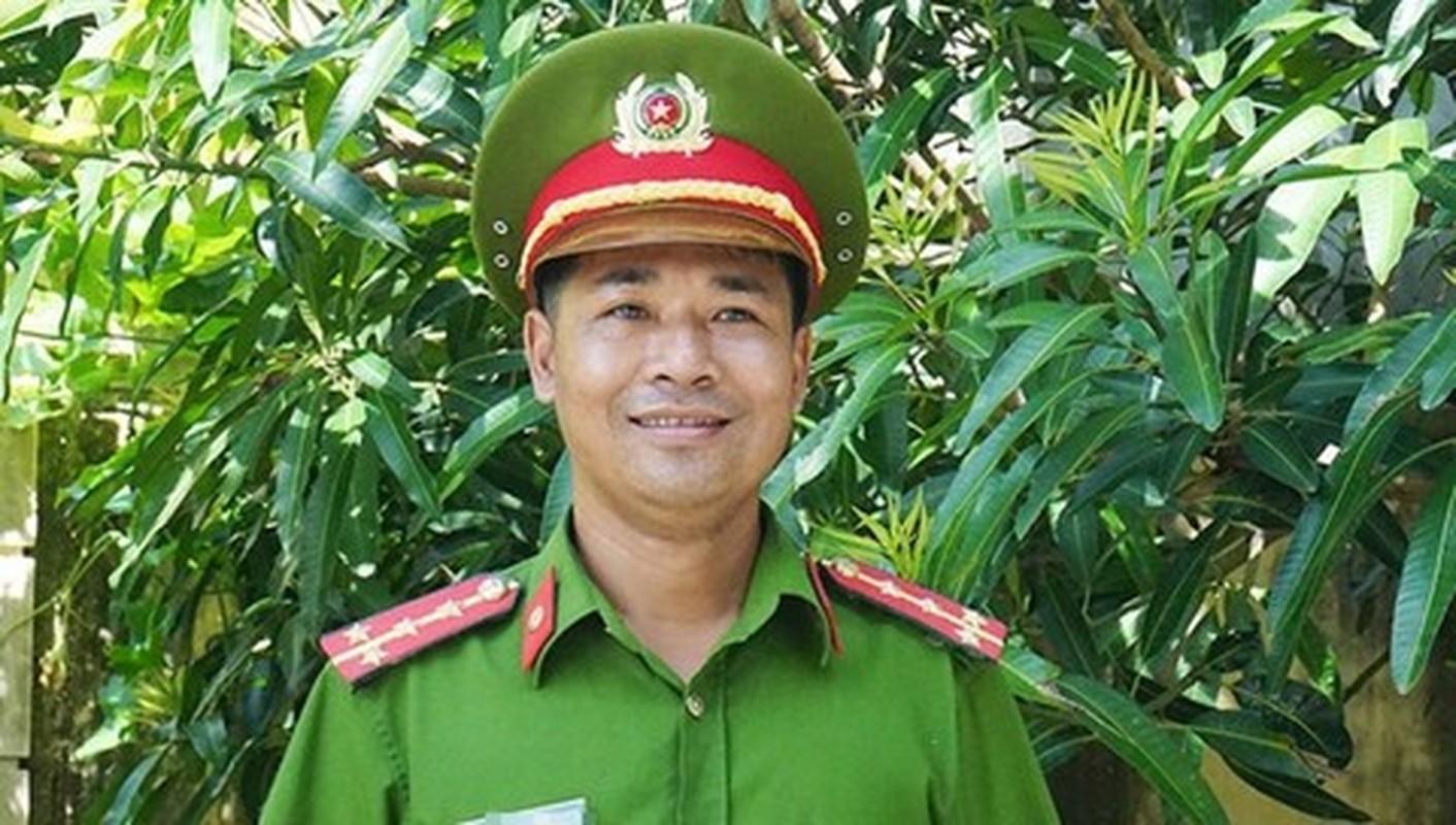 "Nhung chien si cong an ""vi nuoc quen than, vi dan phuc vu""-Hinh-6"