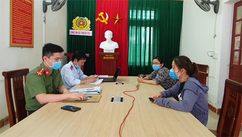 Tin nong ngay 14/4: Bat tam giam Youtuber Le Chi Thanh-Hinh-8
