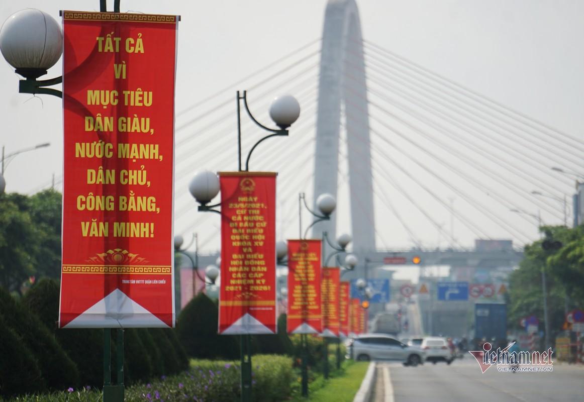 Mung dai le 30/4, duong pho Da Nang rop sac do-Hinh-13