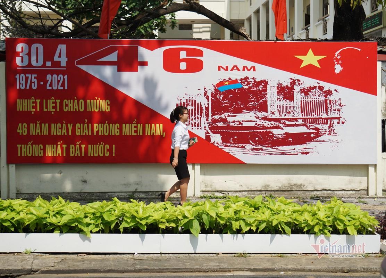 Mung dai le 30/4, duong pho Da Nang rop sac do-Hinh-5
