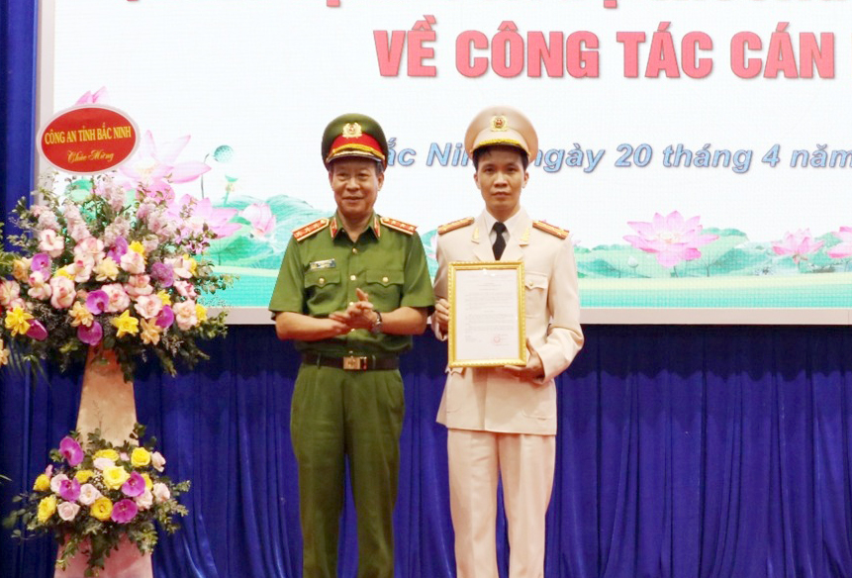 Chan dung 4 giam doc cong an tinh vua duoc dieu dong va bo nhiem-Hinh-4