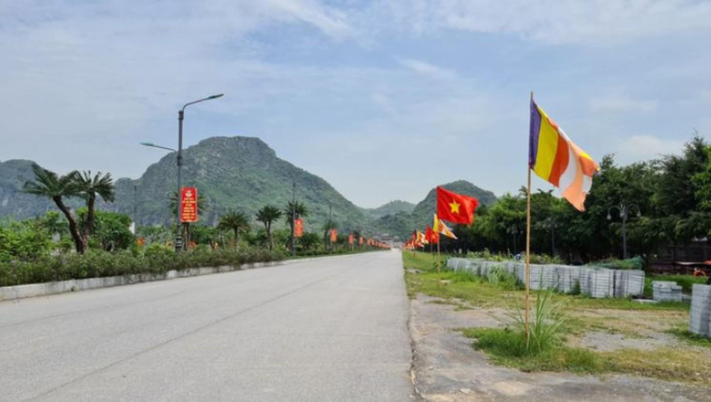 Tam Chuc - ngoi chua lon nhat the gioi vang ve den la ngay le 30/4-Hinh-4