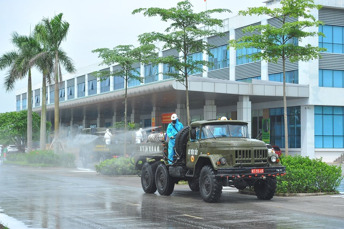 Phun khu khuan vien Benh Nhiet doi Trung uong co so Dong Anh-Hinh-9
