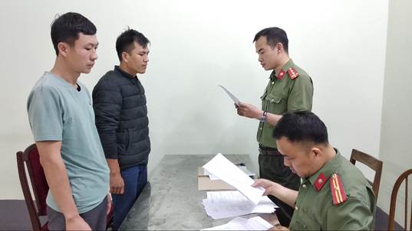 Dua nguoi Trung Quoc nhap canh trai phep vao VN: He lo thu nhap khung-Hinh-5