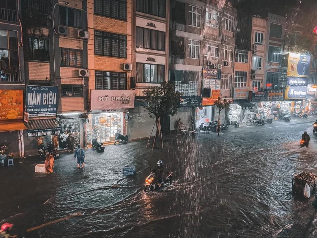 Nhieu tuyen pho Ha Noi ngap trong bien nuoc sau mua lon-Hinh-2