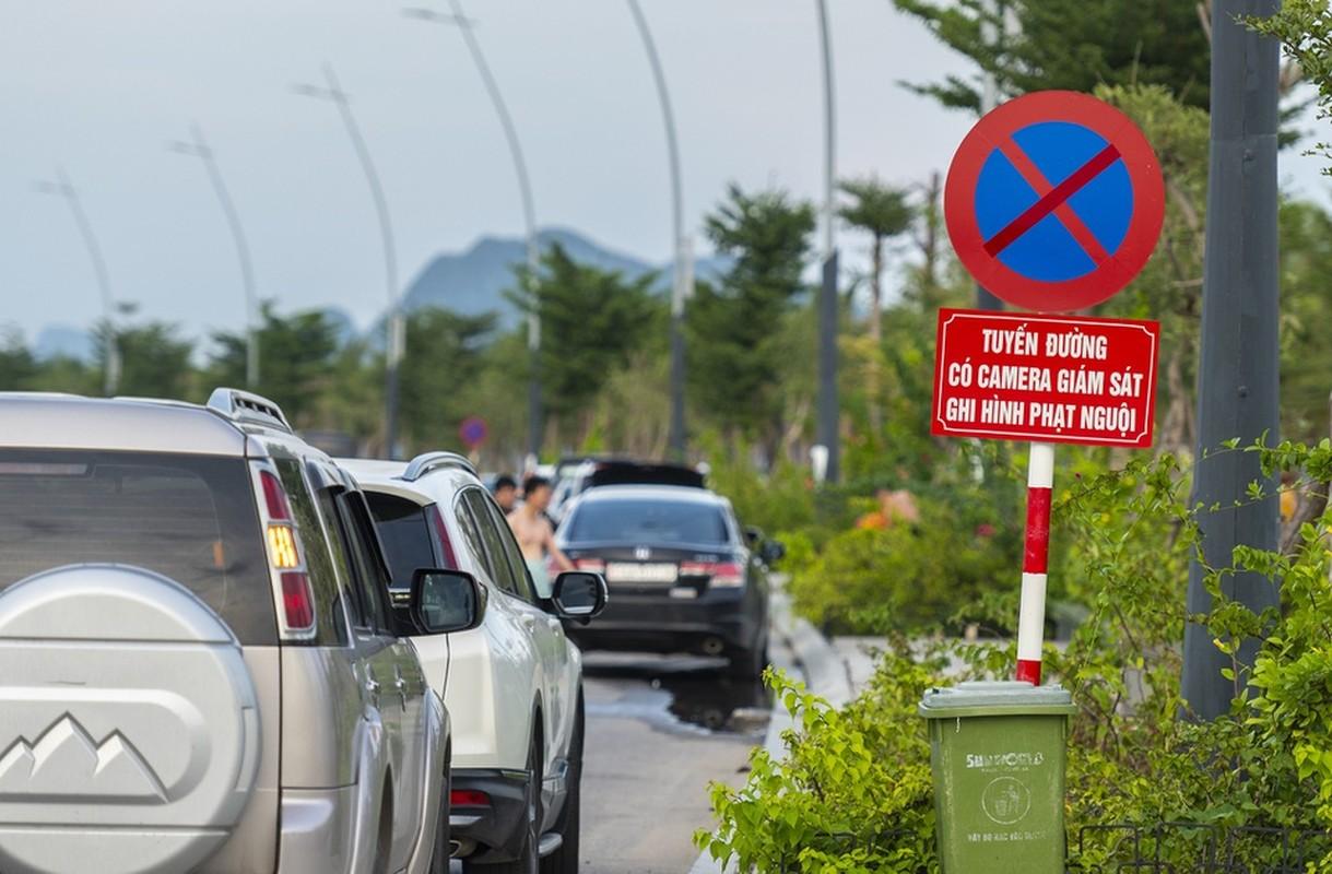 Hang tram tai xe oto thieu y thuc khi tam bien o Ha Long-Hinh-2