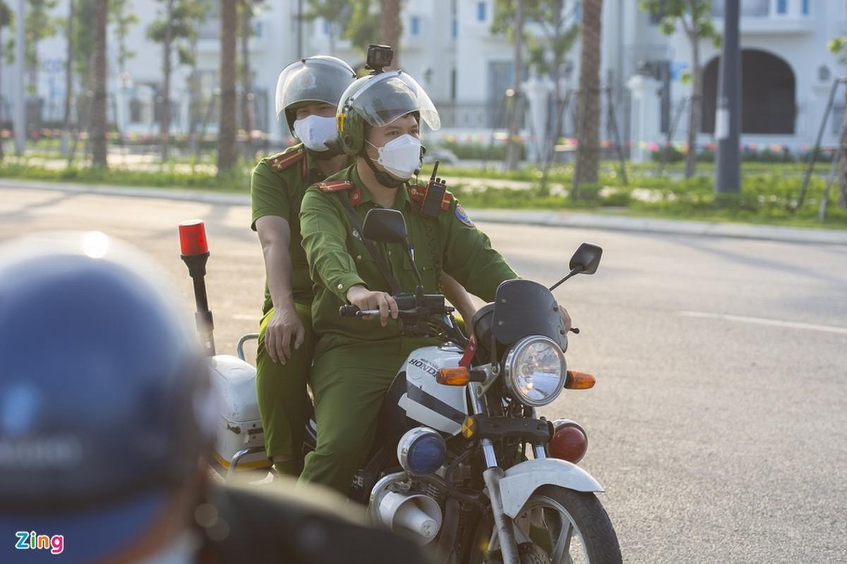 Hang tram tai xe oto thieu y thuc khi tam bien o Ha Long-Hinh-8
