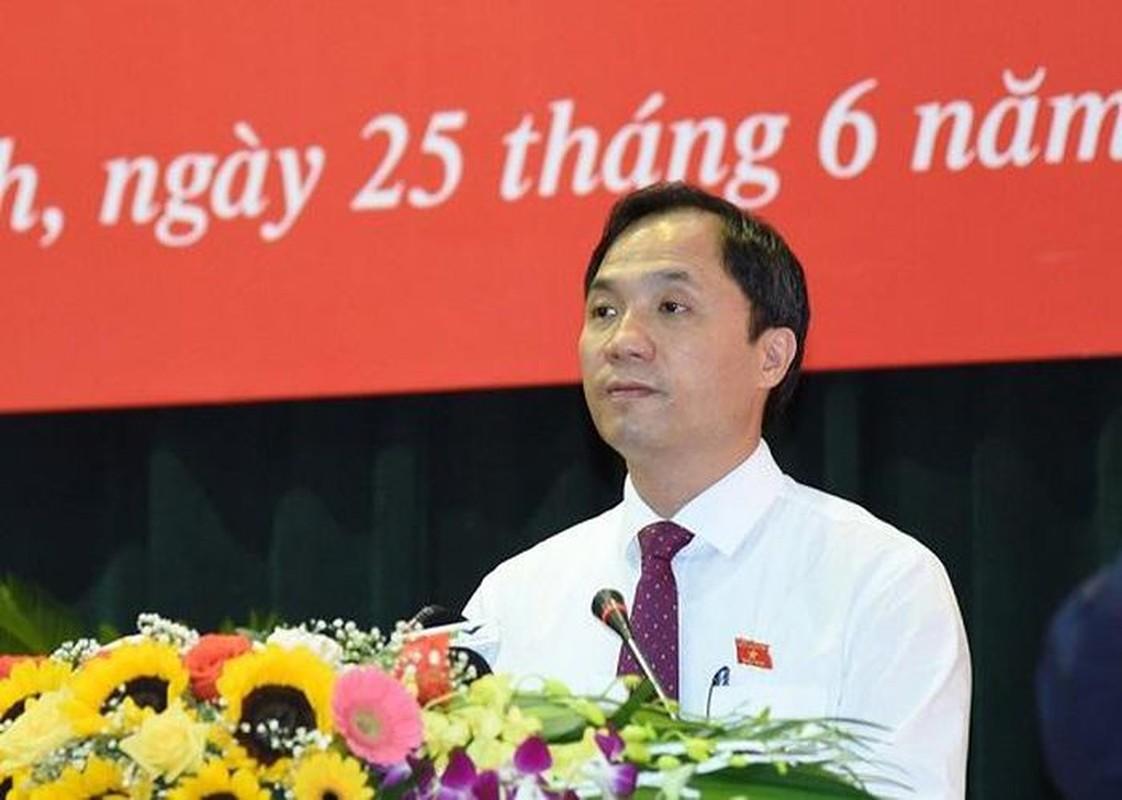 Chan dung ong Hoang Trung Dung tai dac cu Chu tich HDND tinh Ha Tinh