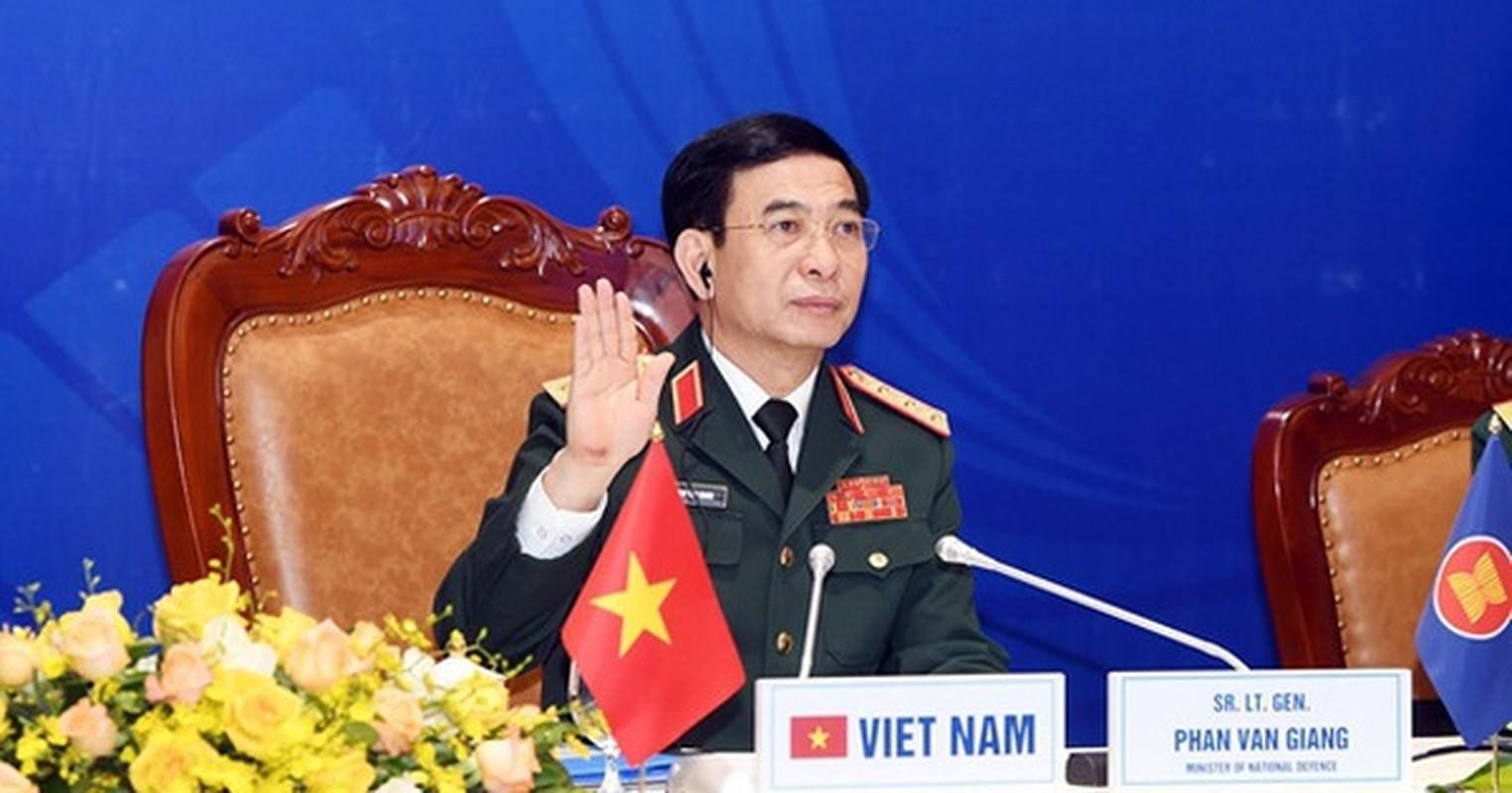 Bo truong Pham Van Giang duoc thang quan ham Dai tuong-Hinh-7