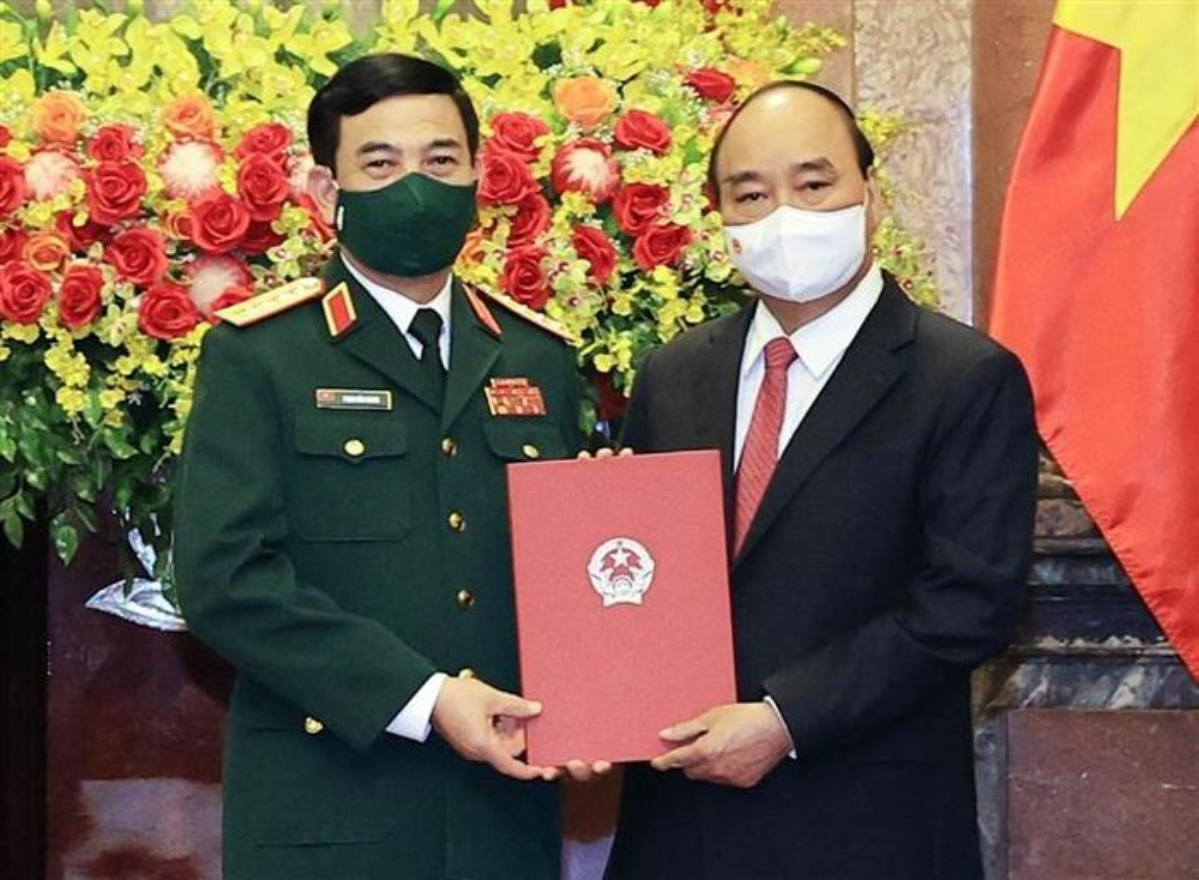 Bo truong Pham Van Giang duoc thang quan ham Dai tuong
