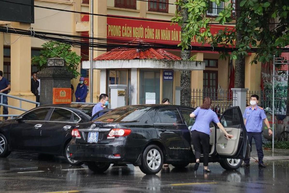 Tin nong 23/7: Nguoi dan ong chet trong tu the bi troi vao cay-Hinh-6