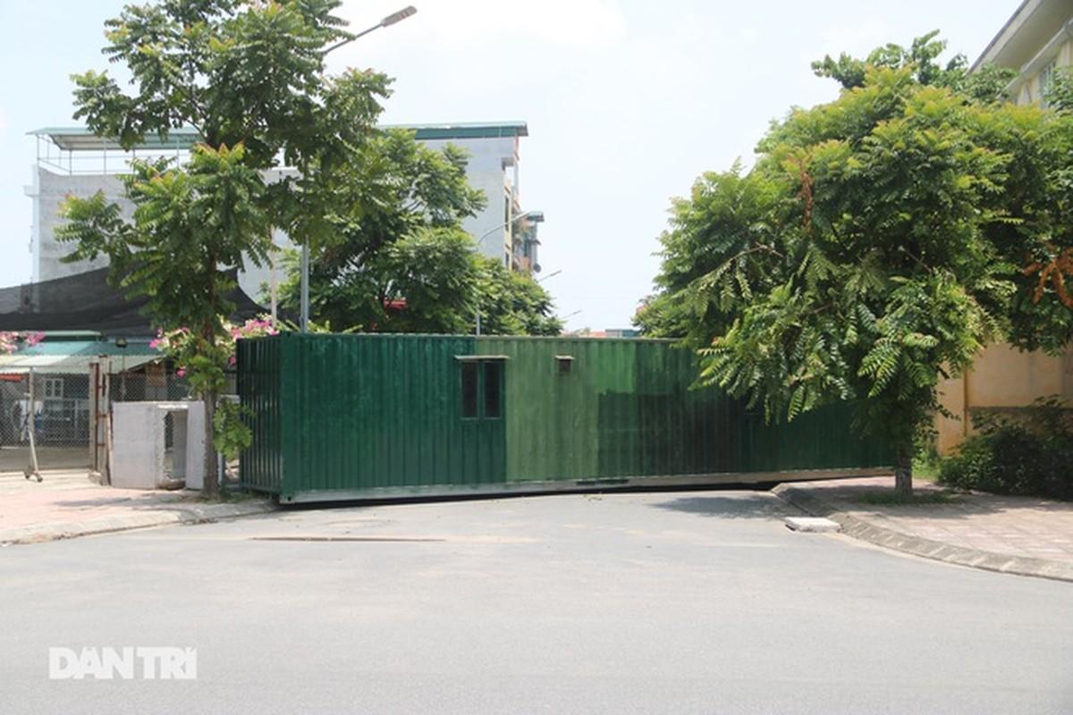 Xe tai, container, cong be tong... thanh lo cot chong COVID-19-Hinh-10
