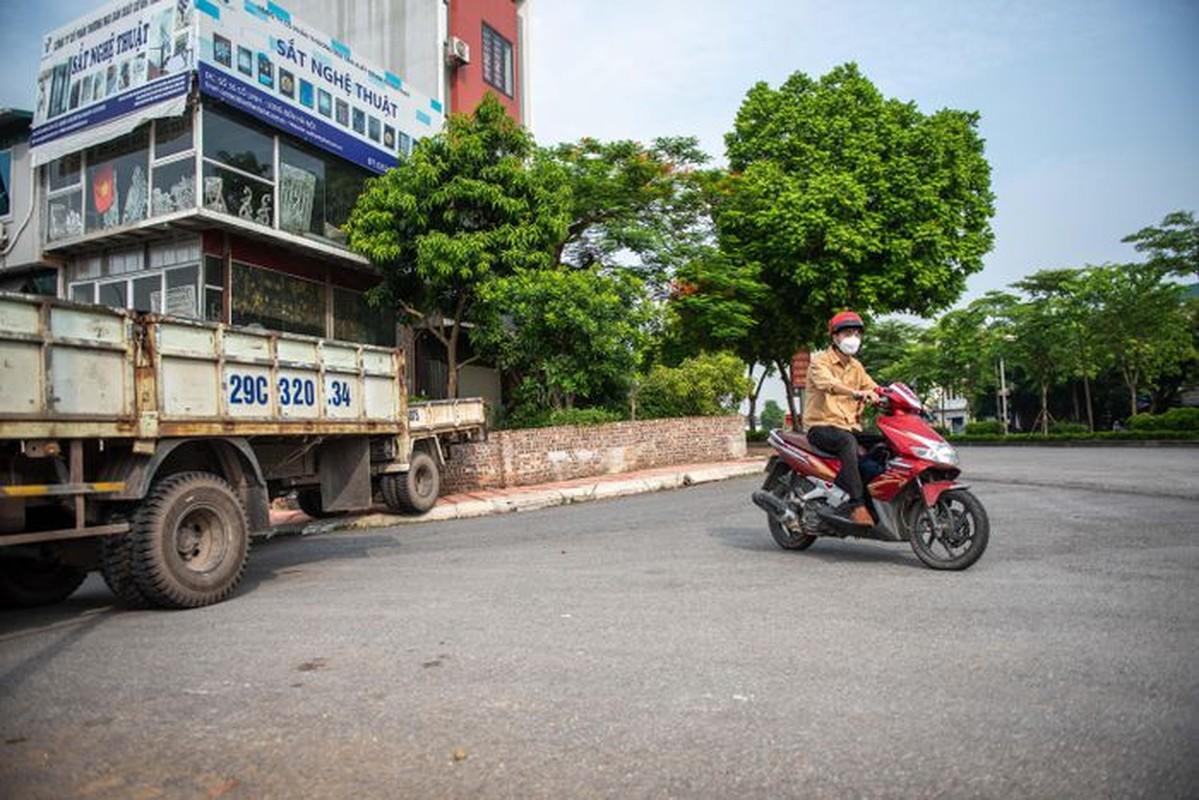 Xe tai, container, cong be tong... thanh lo cot chong COVID-19-Hinh-3