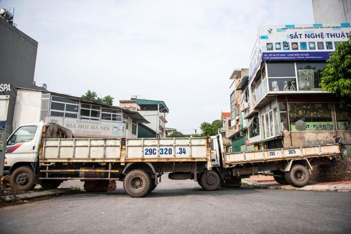 Xe tai, container, cong be tong... thanh lo cot chong COVID-19