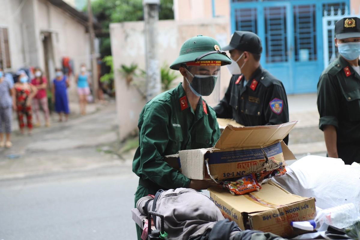 Bo doi ho tro tan nha, nguoi dan TP HCM an tam chong dich-Hinh-3