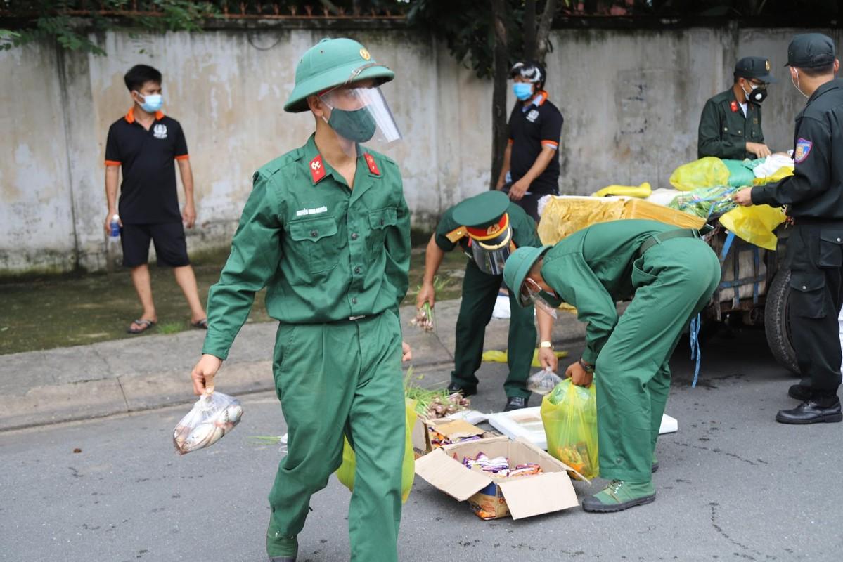 Bo doi ho tro tan nha, nguoi dan TP HCM an tam chong dich-Hinh-9