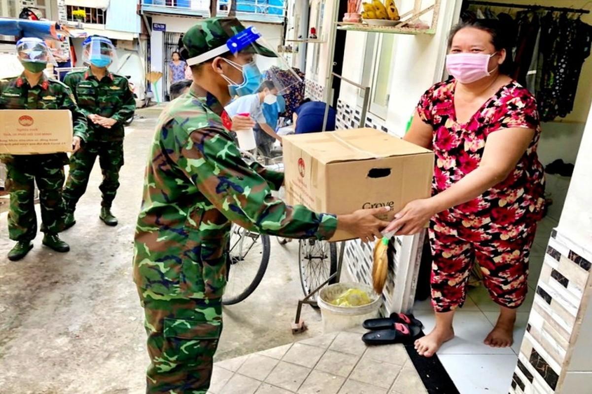 "Hinh anh an tuong nhat bo doi ""ship"" nhu yeu pham toi nha dan TP HCM-Hinh-6"