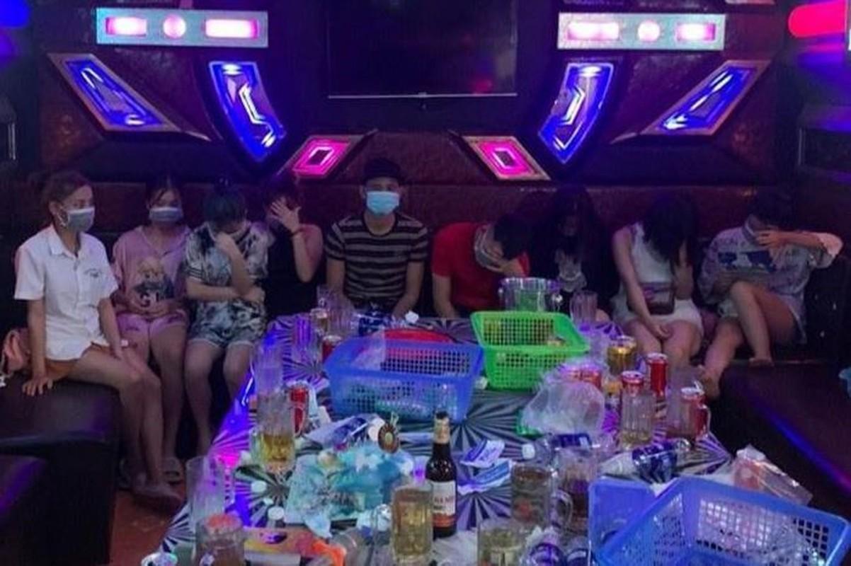 Tin nong 23/8: Nghi an goa phu sat hai nguoi yeu ben bo suoi-Hinh-5