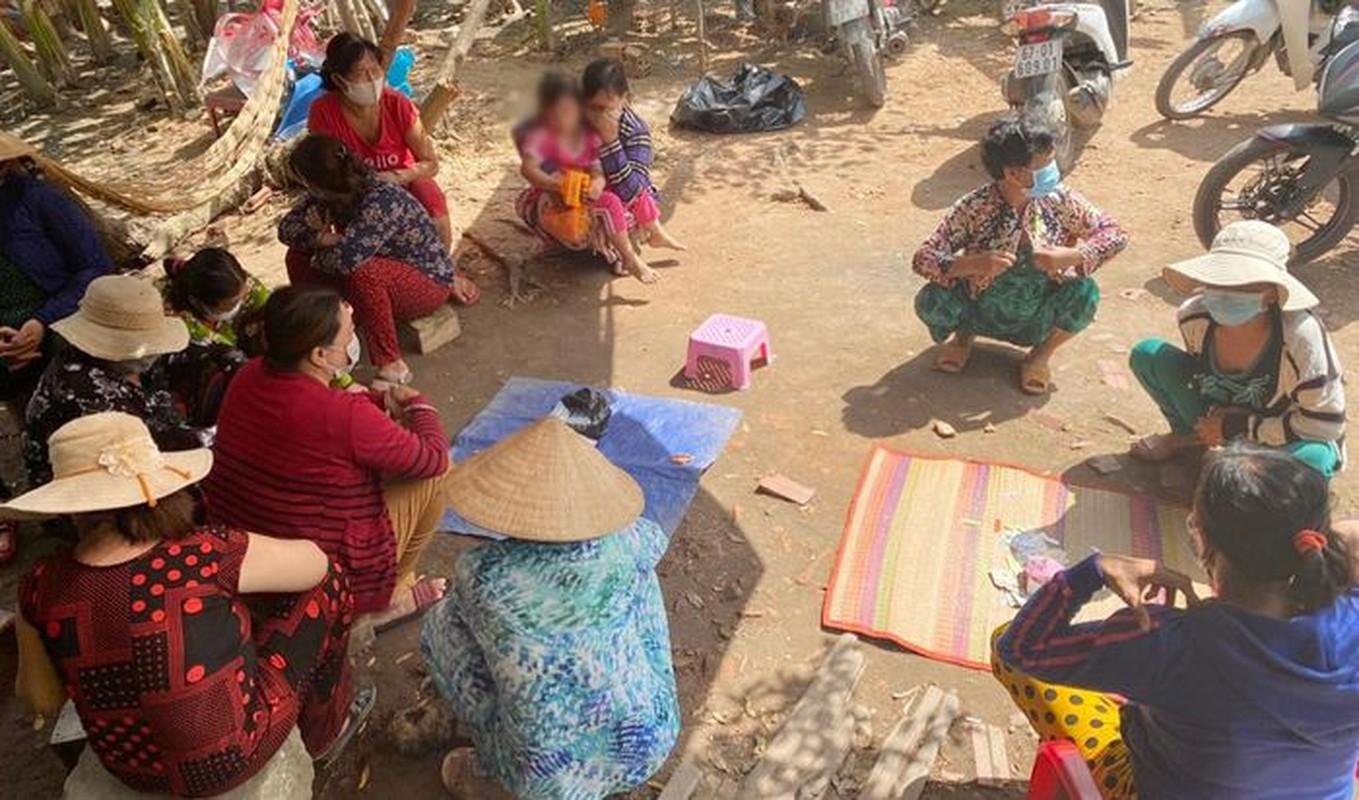 Tin nong 23/8: Nghi an goa phu sat hai nguoi yeu ben bo suoi-Hinh-6