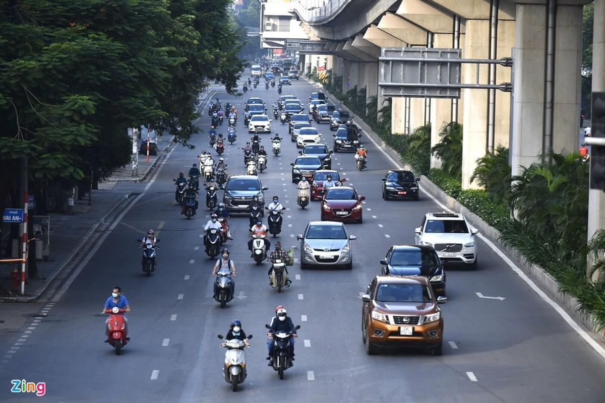 Duong pho Ha Noi dong duc phuong tien sang 30/8