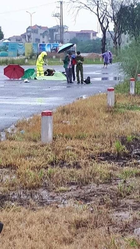 Hien truong vu doi nam nu bi set danh tu vong khi dang di xe may-Hinh-4
