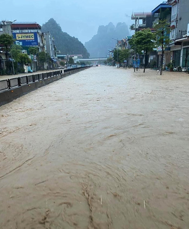 Canh bao mua mua lu: Hoc sinh Quang Ninh dung chau de chay lu-Hinh-12