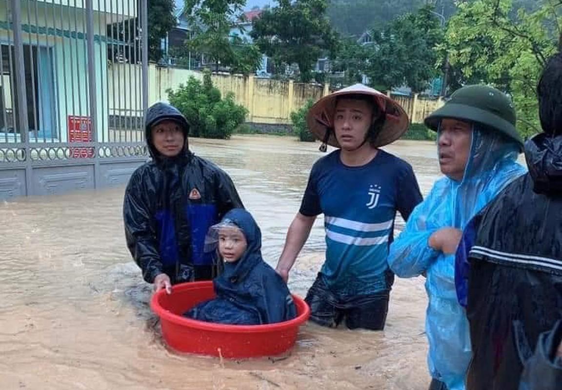 Canh bao mua mua lu: Hoc sinh Quang Ninh dung chau de chay lu-Hinh-6