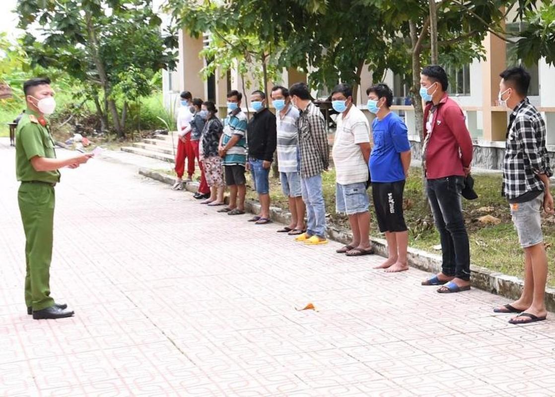 Tin nong 24/9: Nguoi dan ong F0 chua ro nguon lay, chet trong tu the treo co-Hinh-8