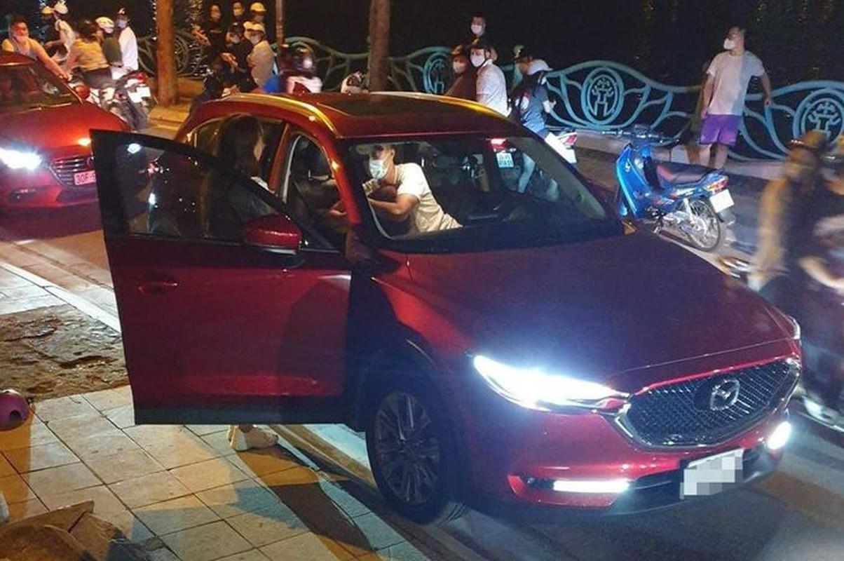 Diem tin sang 7/10: Co gai ngoi tren xe Mazda CX5 bi danh ghen giua duong