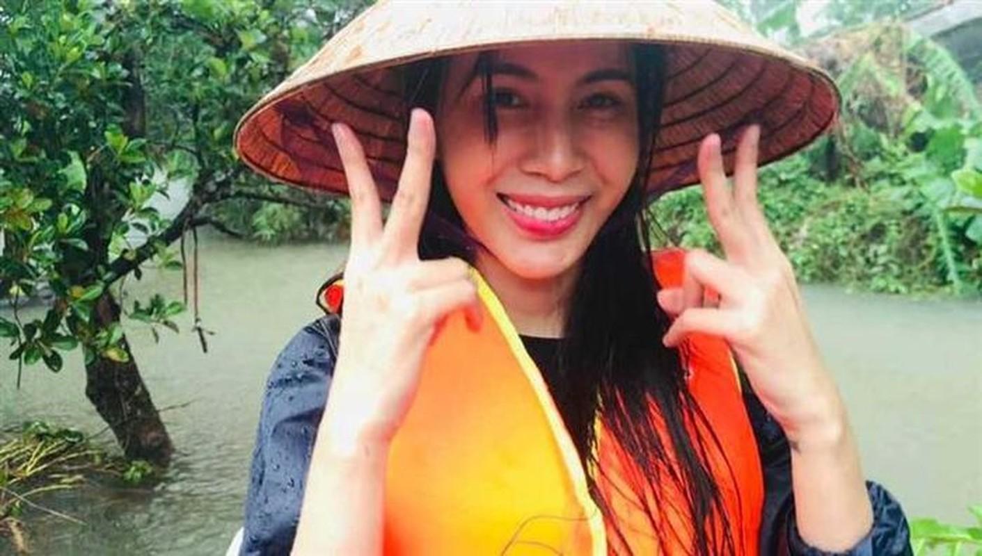 Diem tin sang 8/10: Cong an thu ly don to cao ca si Thuy Tien