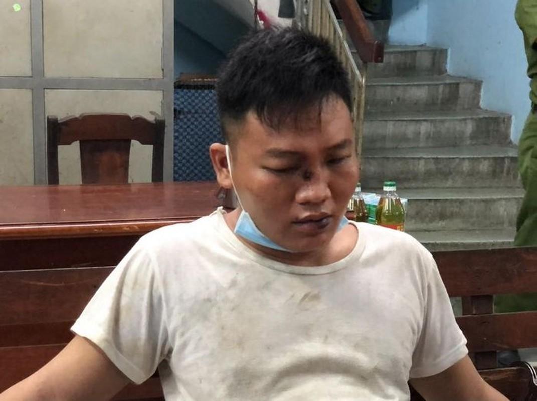Tin nong 8/10: Phat hien nguoi dan ong tu vong trong tu the nam ngua-Hinh-4